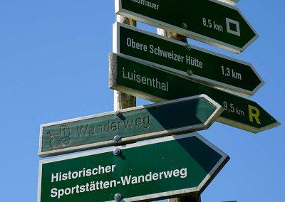 Wandern Wegweiser bei Oberhof