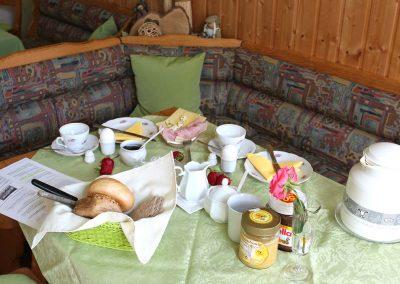 Frühstück in der Pension Villa Immergrün in Oberhof, Frühstückstisch